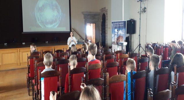 M. Makowska podczas wykładu dla MUD