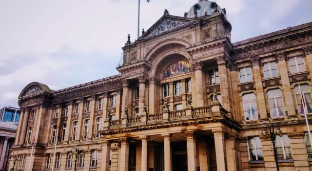 Zdjęcie przedstawiający zabytkowy pałac, siedzibę uczelni