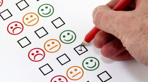 Ankieta ukazująca poziomy zadowolenia w emotikonach
